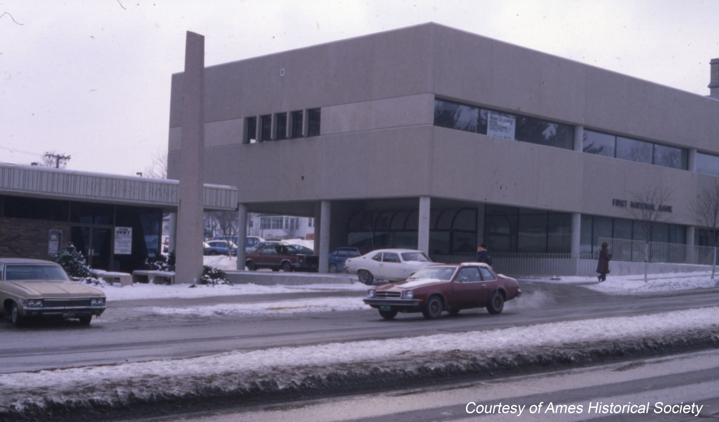 1977 Lincoln Way location pic